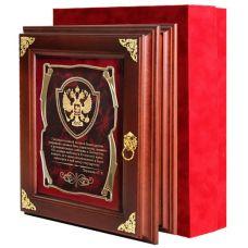 Ключница Герб(Государственный человек) массив дерева, стекло(уголки,футляр дайнель)