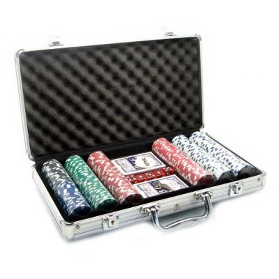Купить Набор для покера на 300 фишек в кейсе в Москве