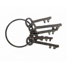 Связка старинных ключей-интерьерная