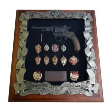 Ключница Деревянная Наган со знаками ФСБ